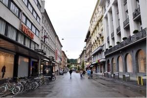 Ljubljana_(Center)_-_Cankarjeva_cesta_(pogled_proti_Tivoliju)
